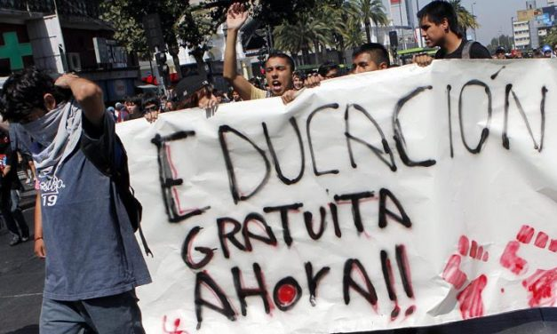 LA EDUCACIÓN GRATIS… Y  ESTÁ AQUÍ – Por Enrique Fernández