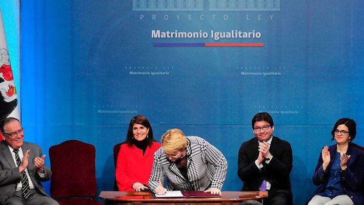 Bachelet quiere cumplir con una de las más complejas promesas de su campaña: Matrimonio Igualitario