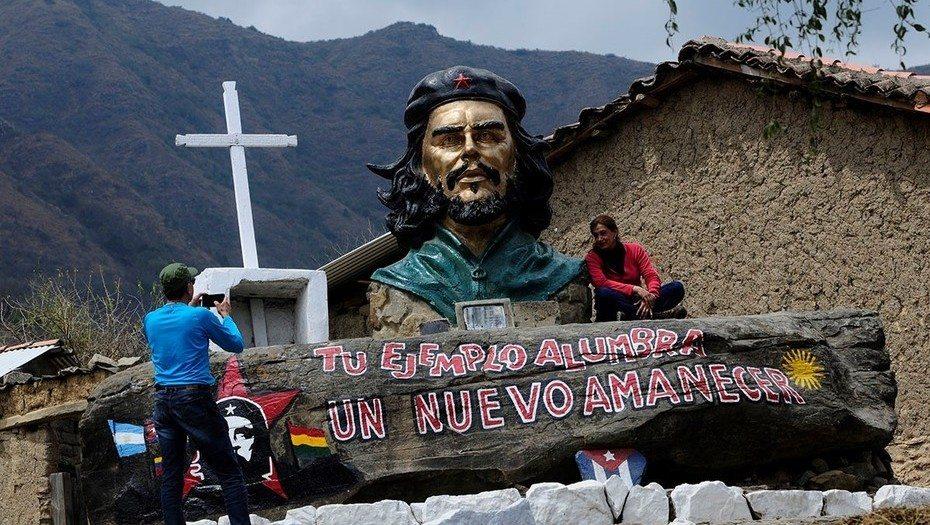 UN FRANCÉS SE ENCARGO DE HACER FAMOSO AL PUEBLO BOLIVIANO LA HIGUERA DONDE HACE MEDIO SIGLO FUE AJUSTICIADO EL CHE GUEVARA