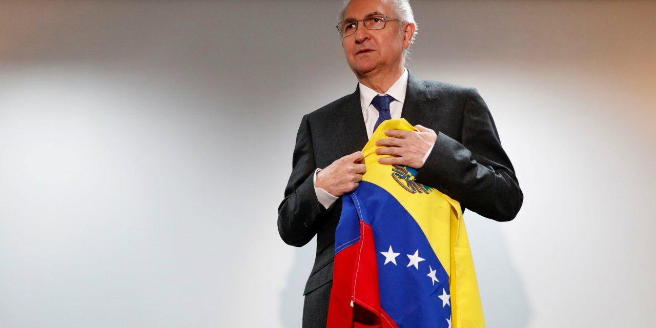 LOS OPOSITORES QUE RECONOCEN EN VENEZUELA A LA ASAMBLEA CONSTITUCIONAL VAN EN CONTRA DE LA CORRIENTE MUNDIAL