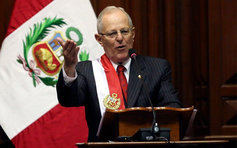 """Kuczynski dijo que : """"La Constitución y la democracia están bajo ataque"""", denunciando un golpe de Estado disfrazado en Perú"""