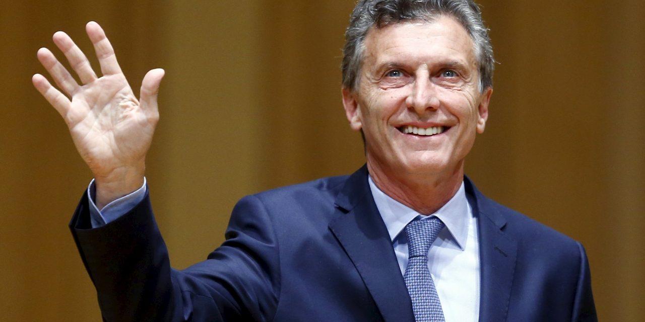 MACRI COMBATE LA CORRUPCIÓN POR DECRETO EN ARGENTINA