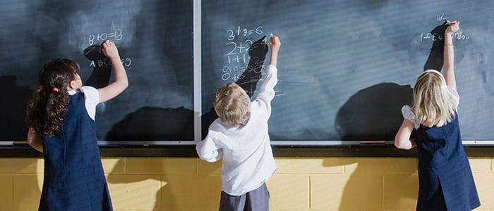 El drama de los padres por conseguir un cupo para sus hijos en un buen colegio particular de Santiago