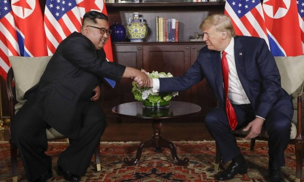 Con una declaración de cuatro puntos considerada vaga por analistas terminó histórica cumbre entre Trump y Kim
