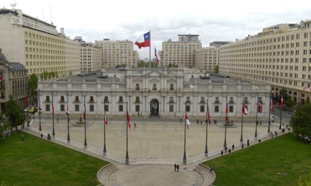 Piñera sigue arriba en la encuesta Cadem pero la desaprobación del equipo ministerial supera al de la aprobación