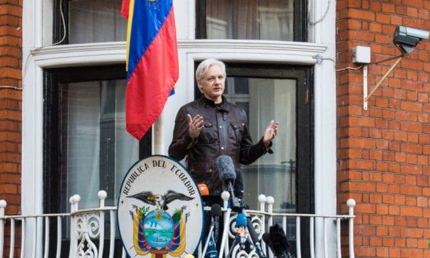 julian assange vive en condiciones inhumanas en su asilo en Londres – Presión de EE UU ante Ecuador