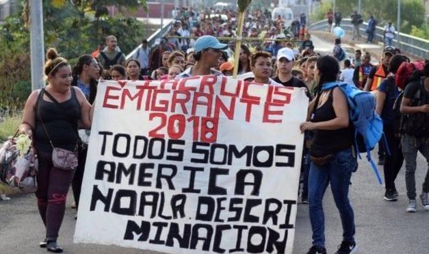 Caravana migrante de Honduras pone a prueba democracia mexicana frente a EE UU