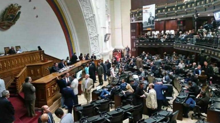 Gobierno y oposición venezolanas investigan multimillonario desfalco del chavismo contra Venezuela a través de la empresa estatal PDVSA