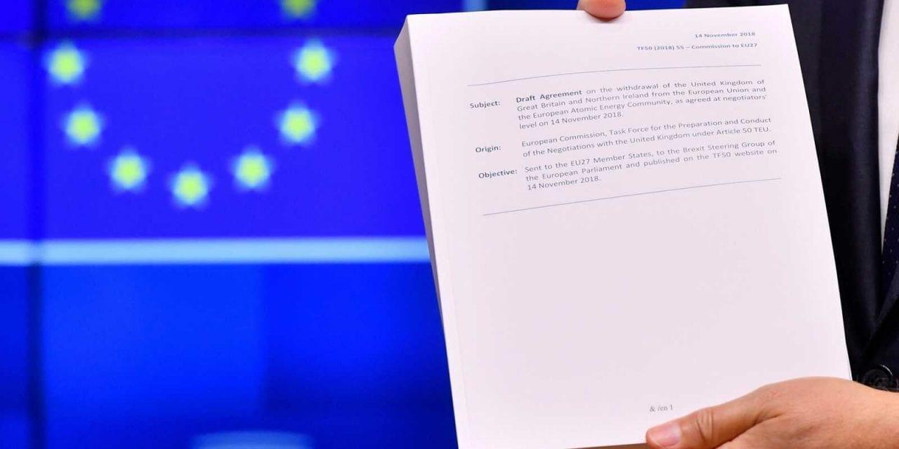 El Documento Brexit: La fórmula May del Brexit convertirá al Reino Unido en un «vasallo»de la Unión Europea dice los escépticos