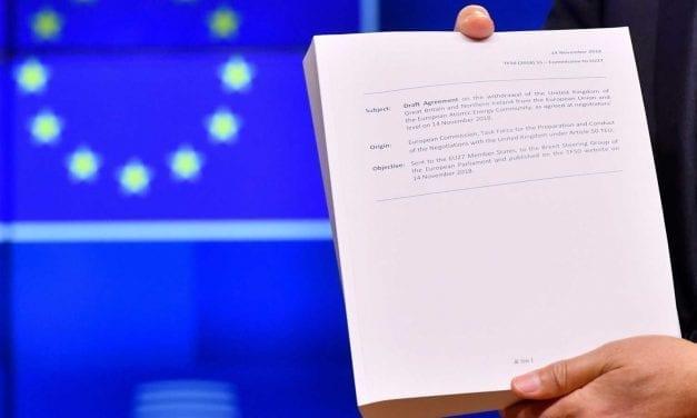 """El Documento Brexit: La fórmula May del Brexit convertirá al Reino Unido en un """"vasallo""""de la Unión Europea dice los escépticos"""