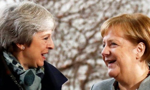La británica May recurrió a la alemana Merkel para pedirle consejos sobre lo que debe hacer con el brexit
