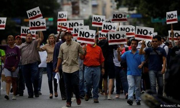 Maduro contraataca deteniendo a periodistas – Guaidó fue recnocido por el Parlamento europeo