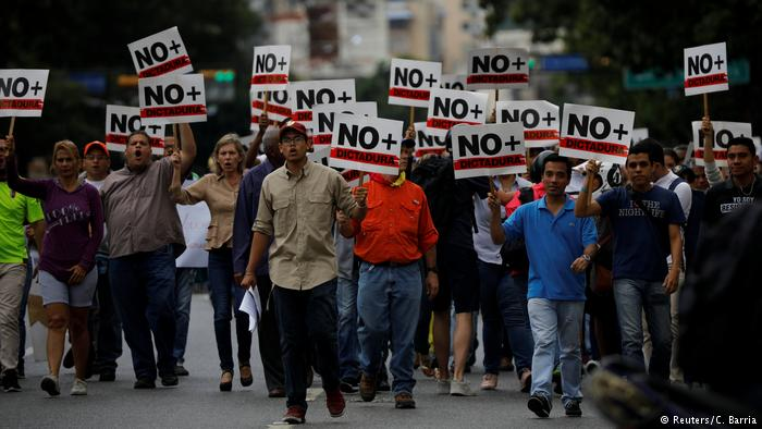 Maduro contraataca deteniendo a periodistas – Guaidó fue reconocido por el Parlamento europeo