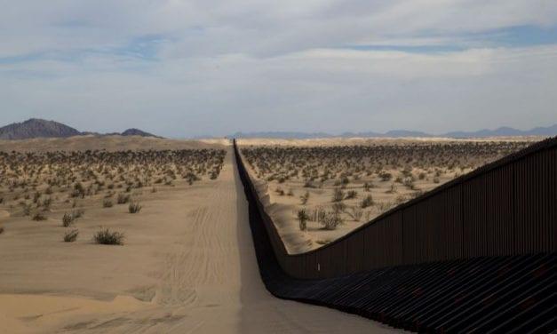"""Los diputados demócratas """"paran en seco"""" a Trump en su obsesiva idea de """"enmurallar"""" la frontera con México"""