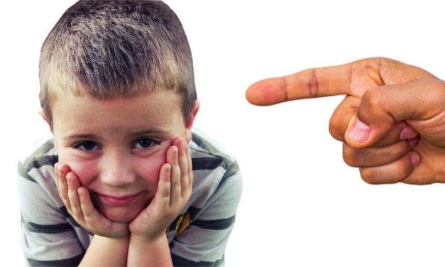 """«Mamá, Papa, no nos peguen más…"""" parece ser hoy el grito desesperado de niños tanto en Chile, en España o en cualquier otro país del mundo"""