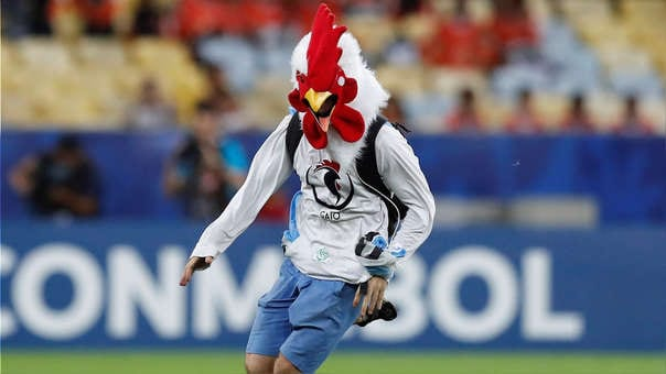 Kradiario Deportes- La Copa: Y la Gallina no, no, no y no – La caída de Chile ante Uruguay