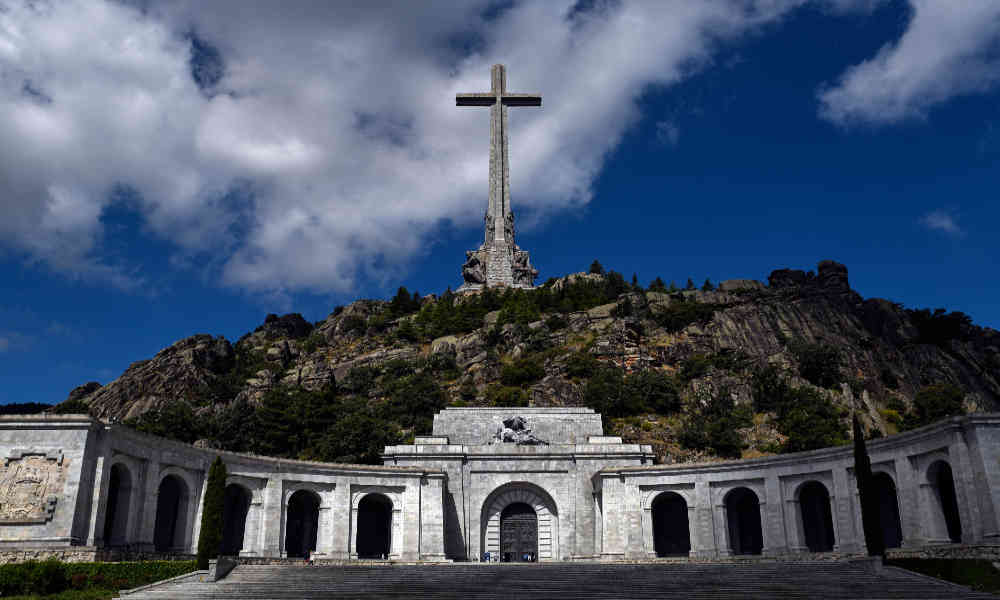 Tribunal Supremo español suspende la exhumación de los restos del dictador Franco