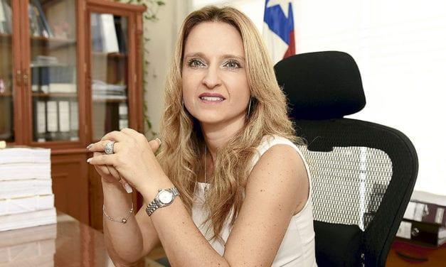 La ministra Rutherford sigue con «las manos amarradas» por extraña decisión del Tribunal Constitucional