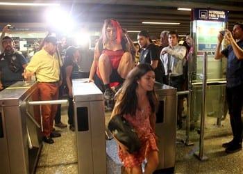 Chile: Evasiones masivas en el metro – ex ministra dice que alza de tarifas es por compra de buses eléctricos sin licitación