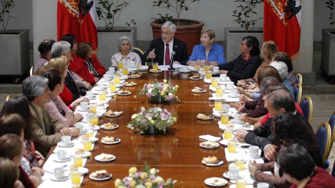 Nuevas «migajas sociales» anuncia Piñera en la  jubilación solidaria para intentar parar levantamiento social