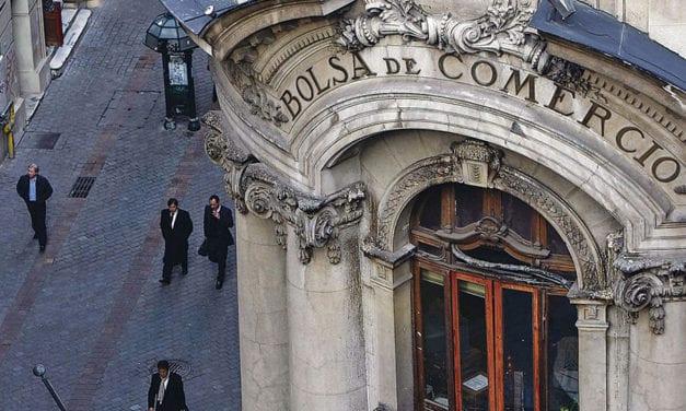 Anuncio de la cuarentena total y obligatoria en Santiago hunde la Bolsa