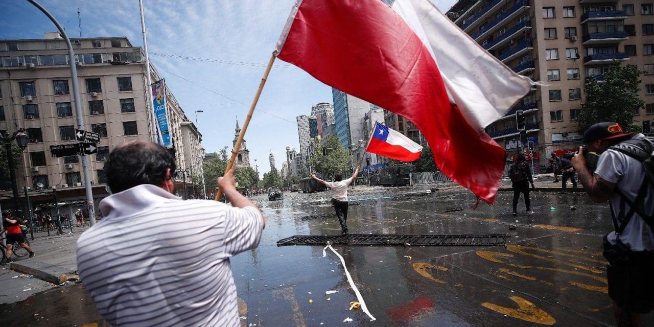 Cuatro propuestas para acabar con el estallido social y evitar un nuevo desplome de la democracia en Chile