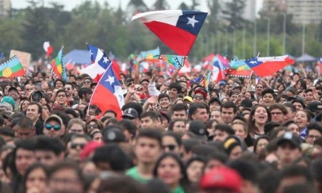 Chile: Un centenar de médicos voluntarios atiende heridos en marchas de protesta