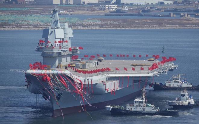 Crece el poder de China en los mares con un nuevo portaaviones de construcción propia