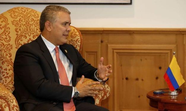 Presidente colombiano propone diálogo nacional para resolver crisis social similar a la chilena