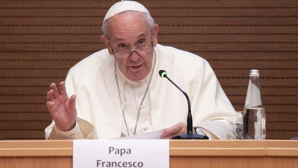 Dilema en la Iglesia: La derecha quiere renuncia del argentino Bergoglio, que venga un nuevo Papa y que se acabe el progresismo