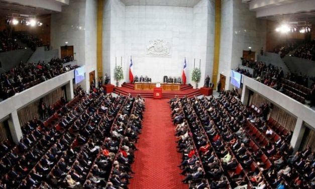 En Chile los políticos no quieren aprender. Pero en Uruguay y Argentina si: se inclinan a bajarse los sueldos
