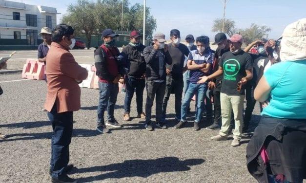 Bolivianos siguen abandonados por su gobierno en la frontera con Chile