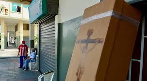 En Guayaquil se acabaron los ataúdes de madera y los fabrican de cartón – Dramática crónica del diario El Comercio de Quito