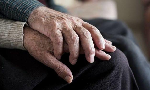 """Los adultos mayores y los hombres son los """"platos preferidos"""" del coronavirus – Nuevo estudio"""