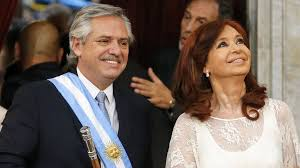 El barco «Argentina» hace agua por todos lados y sus «capitanes» están en un rincón con pocas salidas ¿Y que ocurre en Chile?