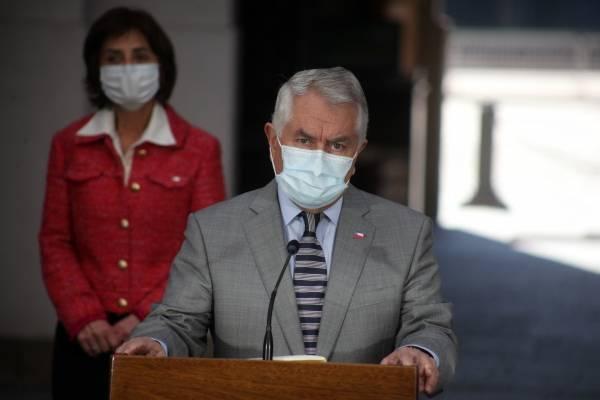 Llegada de Paris al Gobierno hace subir aprobación del Gabinete, pero Piñera sigue con 65% de rechazo