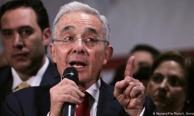 64% de los colombianos apoya detención del líder ulrtraderechista Alvaro Uribe y casi la mitad rechaza una nueva Constitución