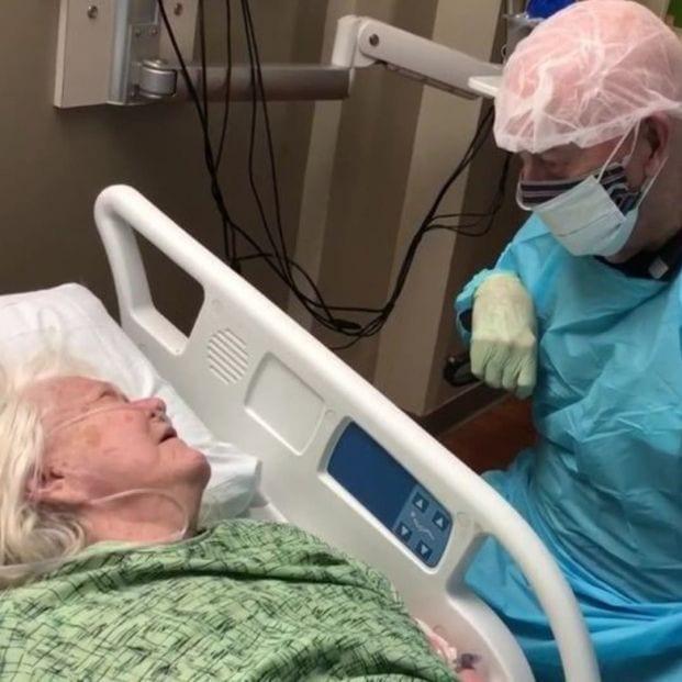 Historia de amor en plena pandemia: El Coronavirus separó a Joann y a Sam para siempre a los 90 años