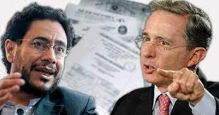 Ex presidente colombiano de extrema derecha Alvaro Uribe es investigado por soborno y fraude y está detenido