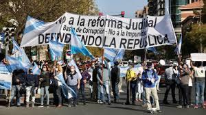 Viento en Popa va en Argentina la Reforma Judicial – Quedó lista para ser discutida en el Senado – Protestas y críticas no pesaron