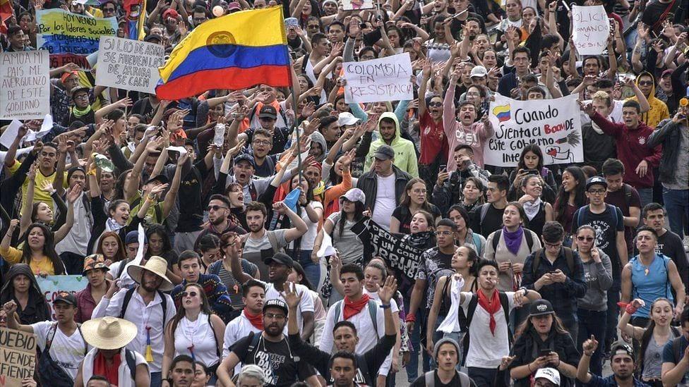 Bogotá vive un «18 de octubre a la chilena» con fuerte levantamiento social y violencia – condena de la comisión Interamericana de DD HH