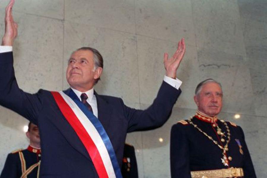 """Golpe: Distintos puntos de vista –  Del Corro: La puesta en marcha del genocida """"Plan Cóndor"""" – Piñera:  «fue un fracaso de toda una sociedad» – Aylwin y la vuelta a la democracia,"""