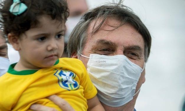 ¿Por qué Bolsonaro incrementa su apoyo en Brasil? ¿Es el subsidio que le ha dado a los más pobres?