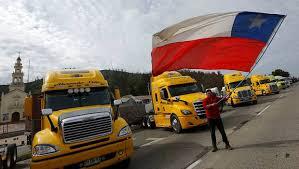 Camioneros aceptaron propuestas del Gobierno en el marco de una negociación pacífica y dialogada, pero siguen incendios