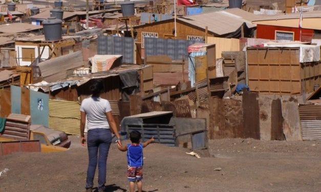 A la mitad de los hogares chilenos no les alcanza para cubrir los gastos mensuales con lo que ganan