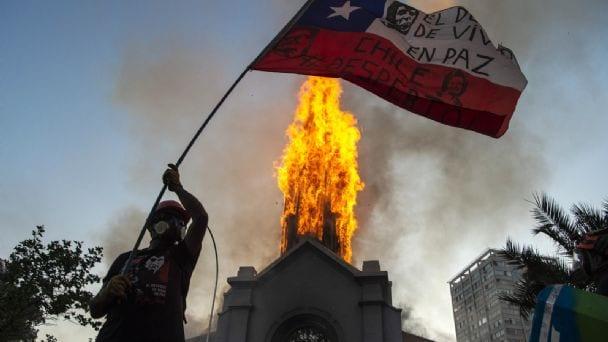Aumentan peligrosamente los rechazos del Presidente, ministros y políticos en general tras graves disturbios del 18-0