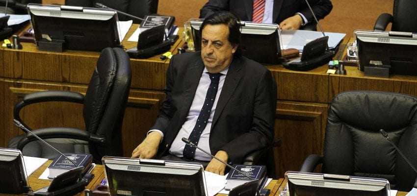 Chile: El ministro Víctor Pérez en la cuerda floja