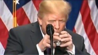 Trump hospitalizado por coronavirus – En Europa creen que es nueva maniobra del republicano – Biden pasó bien el control