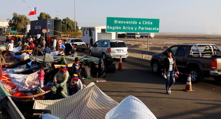 Cancillería: Es efectiva la amenaza de una ola migratoria irregular venezolana hacia Chile