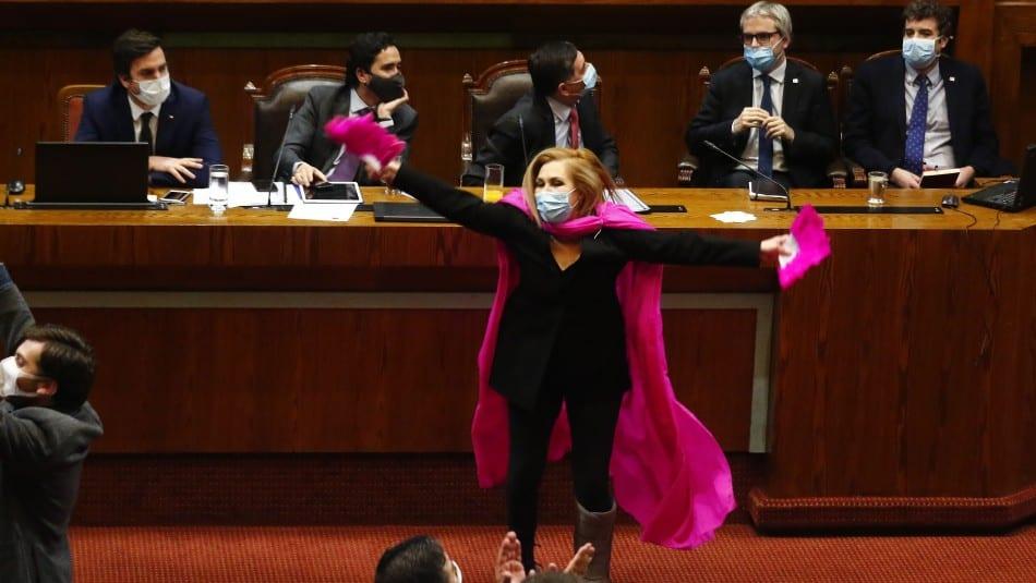 """«Por las platas de las AFP» Pamela Jiles """"arruina"""" de una plumada el día a  día de la carrera presidencial de Lavín, Jadue y Mathei"""